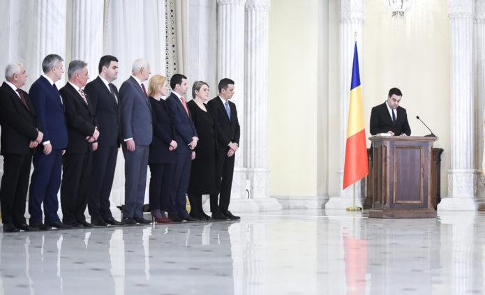 Ministrul Transporturilor, Răzvan Cuc, depune jurământul de învestitură