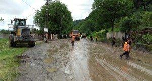 muncitori-lucrari-inundatii